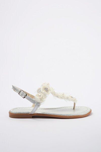 TRENDYOLMİLLA Beyaz İnci ve Taş Detaylı Sandalet TAKSS20SD0015