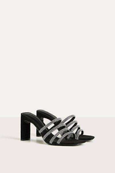 Bershka Kadın Siyah Parlak Taşlı Bantlı Topuklu Sandalet 11718560