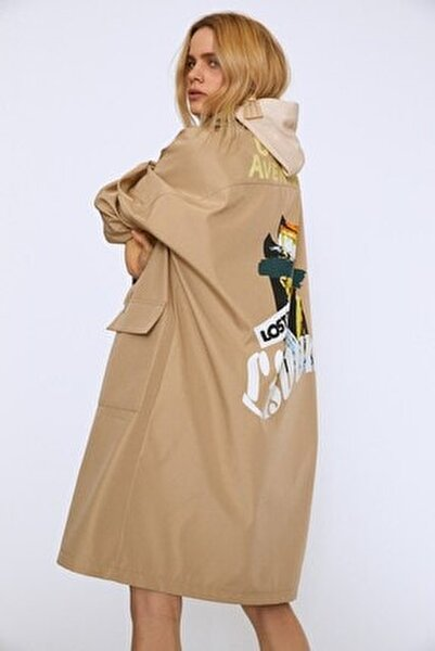 Kadın Arkası Baskılı Kapüşonlu Uzun Trençkot Bej 20Y15020-004
