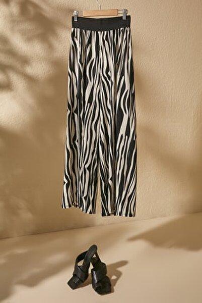 Siyah Zebra Desenli Örme Pantolon TWOSS20PL0463