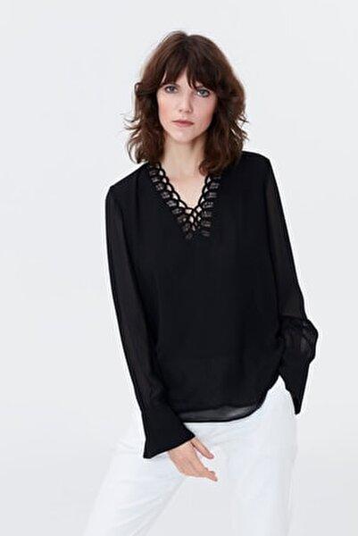 Kadın Siyah Yaka Detaylı Şifon Bluz IS1190006125001