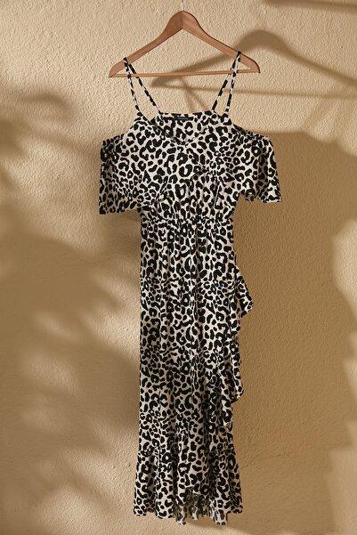 TRENDYOLMİLLA Çok Renkli Desenli Volanlı Carmen Yaka Örme Elbise TWOSS20EL2728
