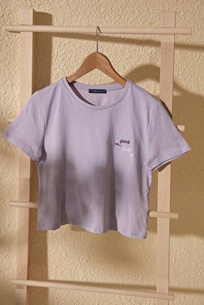 Lila Nakışlı Crop Örme T-Shirt TWOSS20TS1462