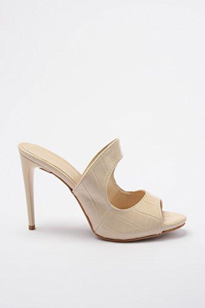 TRENDYOLMİLLA Ekru Kroko Kadın Klasik Topuklu Ayakkabı TAKSS20TO0305