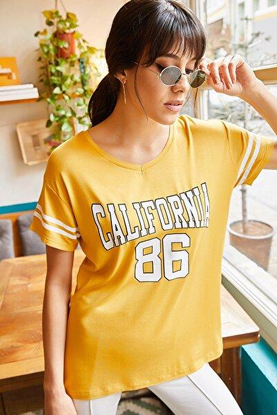 Olalook Kadın Hardal California V Yaka T-shirt TSH-19000278