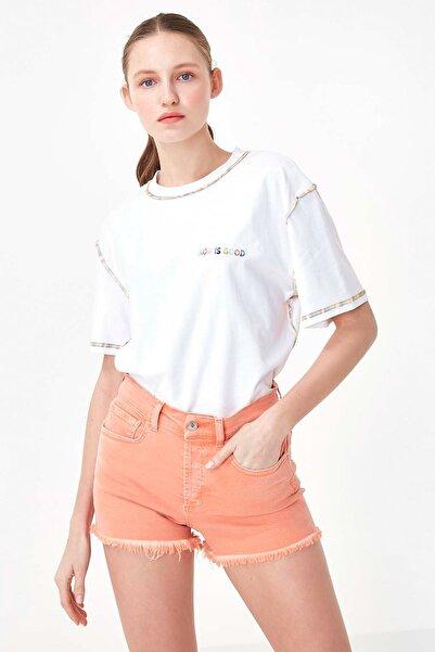 Kadın Beyaz Slogan Nakışlı Tshirt TS1200070245002