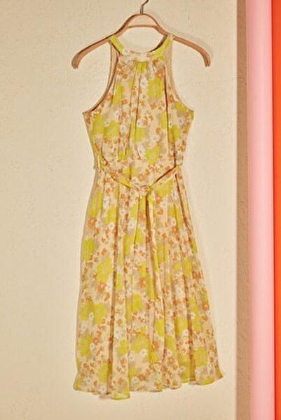Sarı Kuşaklı Çiçek Desenli Halter Yaka Elbise TWOSS20EL2536