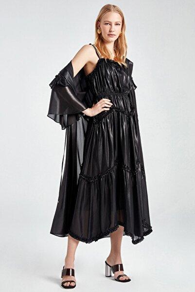 Kadın Siyah Fırfır Şeritli Kapüşonlu Trençkot N20Y-11203-0002