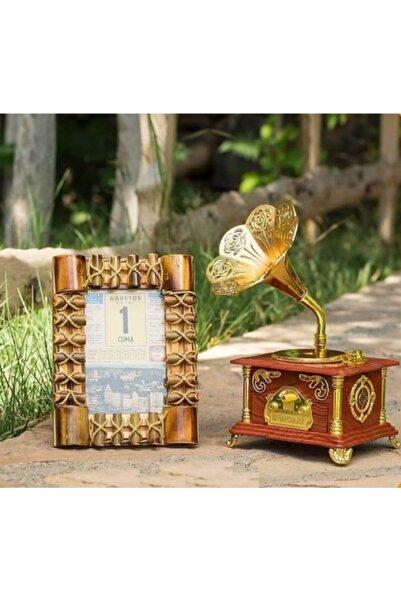 Heybemde Zaman Ipli Bambu Çerçeve Içerisinde Iorijinal Takvim Yaprağı ve Nostaljik Gramafon