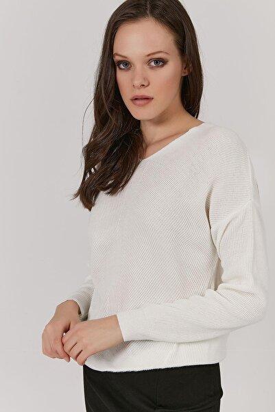 Y-London Kadın Beyaz V Yaka Triko Kazak Y20W190-2242