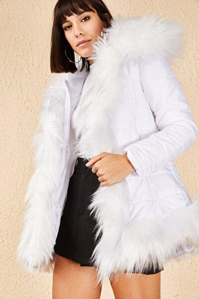 Bianco Lucci Kadın Beyaz Kapüşonlu Peluşlu Yünlü Kalın Mont 10171028