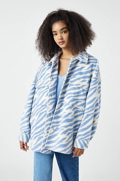 Pull & Bear Kadın Buz Rengi Zebra Desenli İnce Ceket 09710359