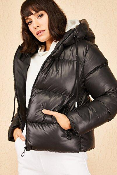 Bianco Lucci Kadın Parlak Siyah Kapüşonlu Şişme Mont 10141018