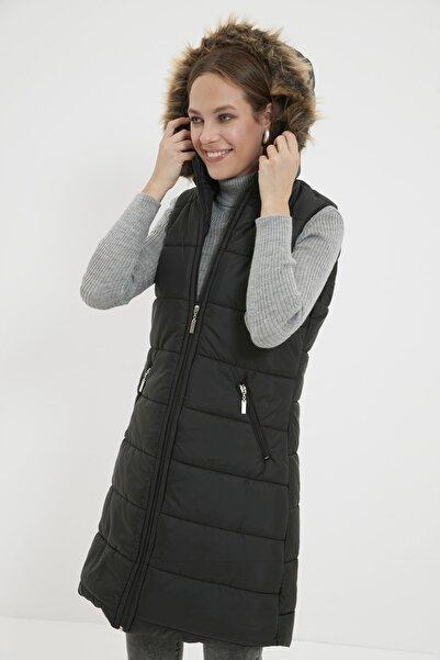 Trendyol Modest Siyah Kapüşonlu Fermuarlı Puffer Uzun Şişme Yelek TCTAW22YL0011