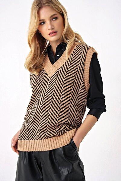 Trend Alaçatı Stili Kadın Camel V Yaka Çizgili Triko Süveter