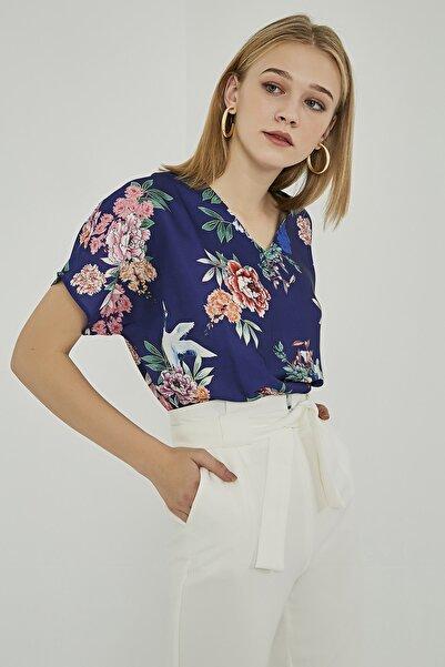 Sateen Kadın Saks Çiçek Desenli Bluz