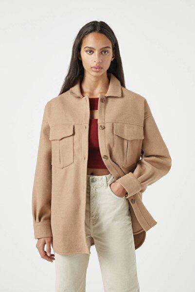 Pull & Bear Kadın Badem Rengi Cepli Yün Karışımlı İnce Ceket 09470357