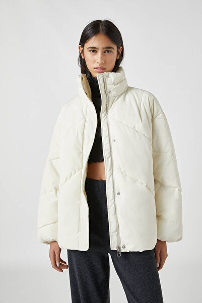 Pull & Bear Kadın Buz Rengi Huni Yaka Uzun Şişme Mont 09710352
