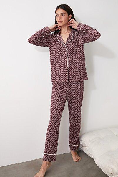 TRENDYOLMİLLA Bordo Baskılı Örme Pijama Takımı THMAW21PT0728