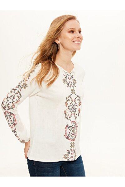 LC Waikiki Kadın Optik Beyaz T-shirt 0SA174Z8