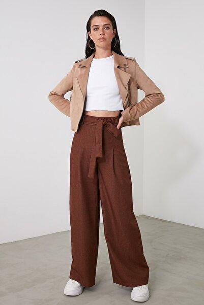 TRENDYOLMİLLA Kahverengi Kuşak Detaylı Pantolon TWOAW21PL0608