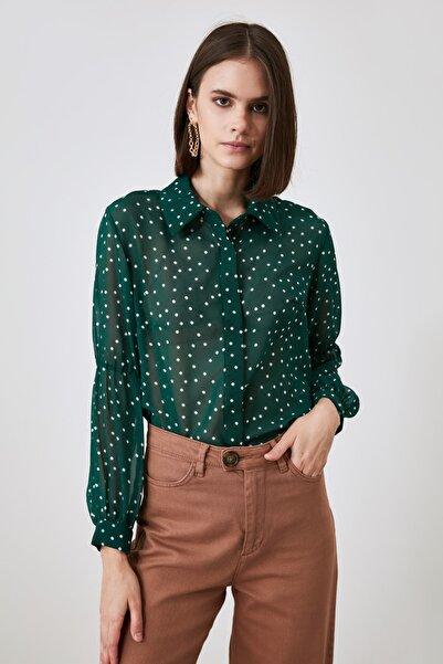 TRENDYOLMİLLA Zümrüt Yeşili Puantiyeli Gömlek TWOAW21GO0709