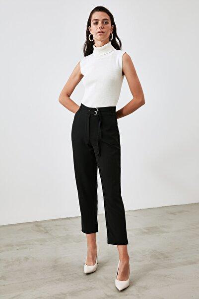 TRENDYOLMİLLA Siyah Kemer Detaylı Pantolon TWOAW21PL0675