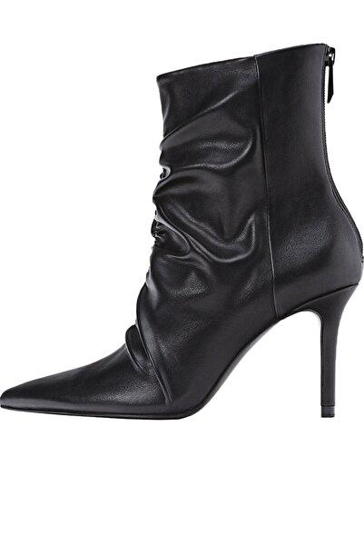 Stradivarius Kadın Siyah Büzgülü Detaylı Topuklu Bot 19401770