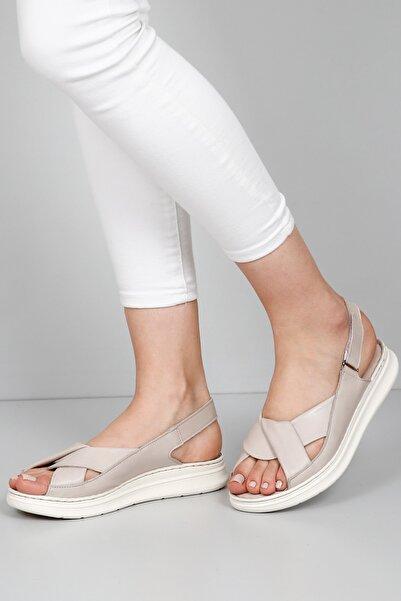 G.Ö.N Kadın Bej Hakiki Deri Sandalet 45411