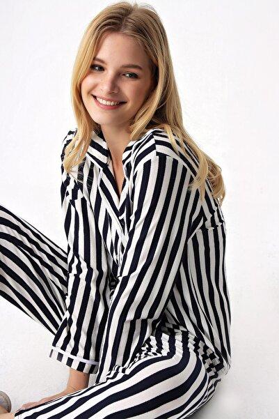 Trend Alaçatı Stili Kadın Lacivert-Beyaz Gömlek Yaka Pijama Takım