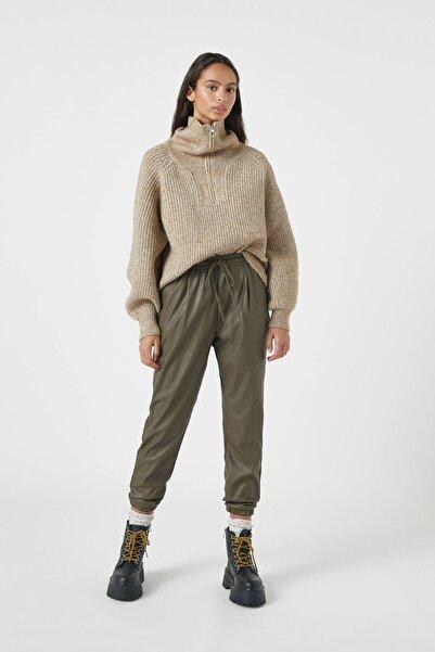 Pull & Bear Kadın Haki Suni Deri Jogging Fit Pantolon 09672427