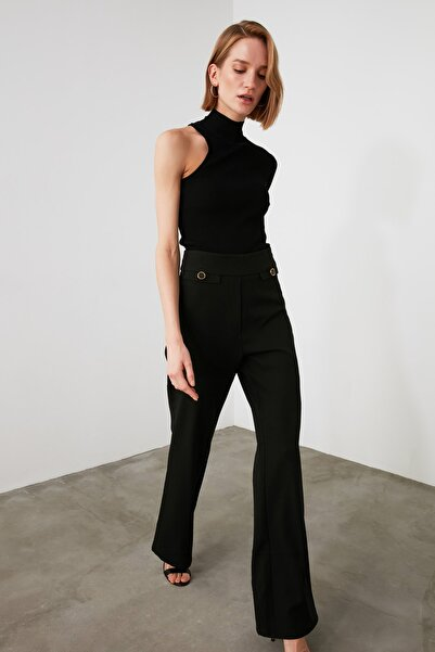 TRENDYOLMİLLA Siyah Düğme Detaylı Pantolon TWOAW21PL0754