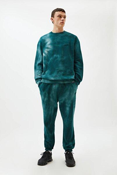 Pull & Bear Erkek Yeşil Yeşil Batik Desenli Jogging Fit Pantolon 09678563