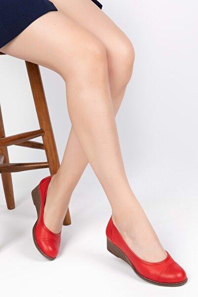 Gondol Kadın Kırmızı  Deri Anatomik Taban Günlük Ayakkabı