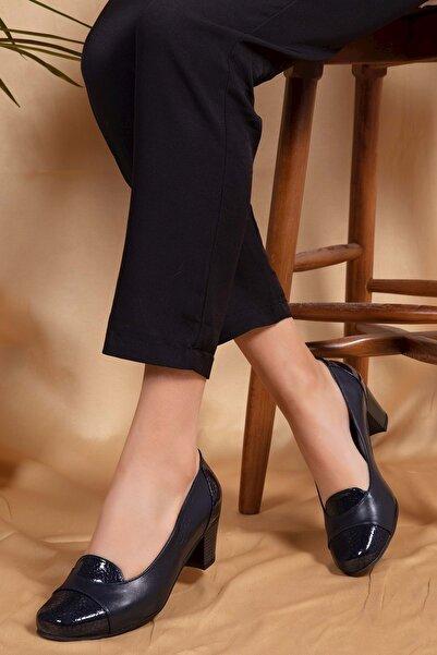 Gondol Kadın Lacivert Petek Deri Topuklu Ayakkabı