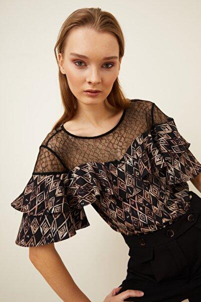 Love My Body Desenli Dantelli Volanlı Bluz