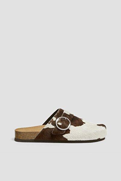 Pull & Bear Kadın Çok Renkli Desenli Deri Sabo Sandalet 11404740