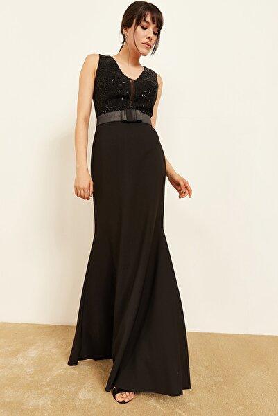 Lafaba Kadın Siyah Göğüs Dekolteli Payetli Balık Form Abiye Elbise