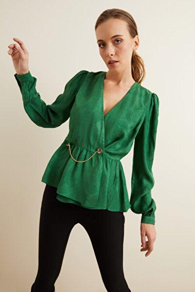 adL Kadın Yeşil Metal Aksesuarlı Kruvaze Bluz