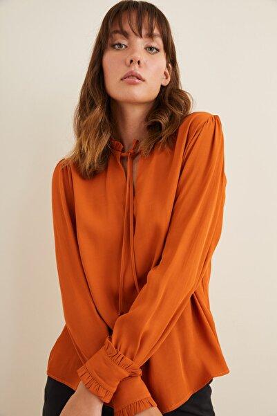 adL Kadın Turuncu Yakası Bağcıklı Bluz