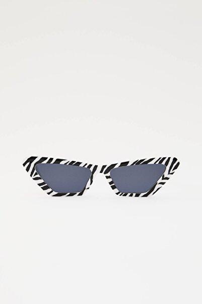 Pull & Bear Kadın Beyaz Zebra Desenli Cat Eye Güneş Gözlüğü 04999302