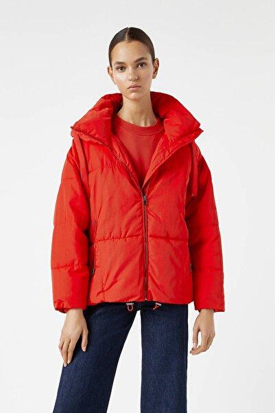 Pull & Bear Kadın Kırmızı Büzgü İpli Kapüşonlu Şişme Mont 09710469