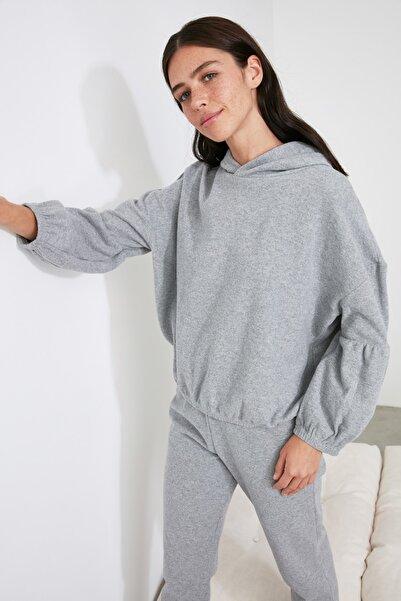 TRENDYOLMİLLA Gri Kapüşonlu Örme Pijama Takımı THMAW21PT0674