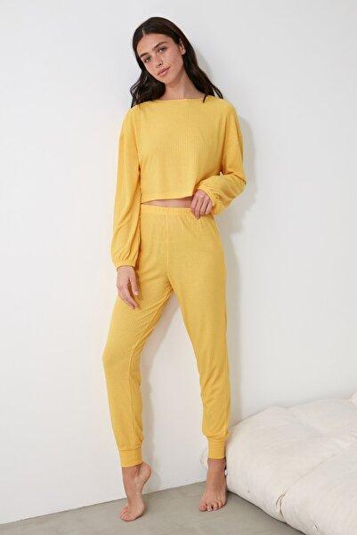 TRENDYOLMİLLA Sarı Kaşkorse Örme Pijama Takımı THMAW21PT0682