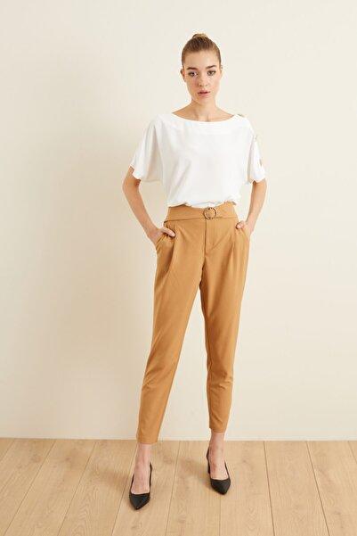 adL Kadın Camel Kemerli Pileli Pantolon