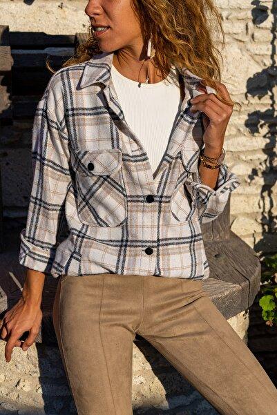 Güneşkızı Kadın Bej Cepli Oduncu Kalın Ceket Gömlek GK-AYN1803