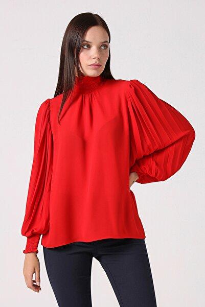 Gusto Kadın Kırmızı Kolu Piliseli Bluz 21KG002501