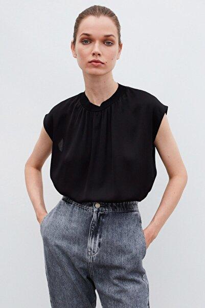 İpekyol Kadın Siyah Yaka Detaylı Bluz