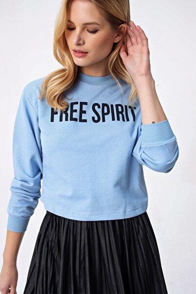 Trend Alaçatı Stili Kadın Mavi Baskılı Crop Sweatshırt ALC-X5237