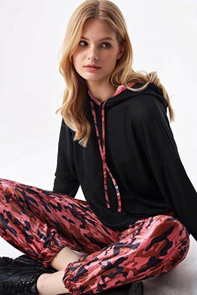 Trend Alaçatı Stili Kadın Siyah Kapüşonlu Kamuflaj Desenli Kadife Eşofman Takım ALC-X5158